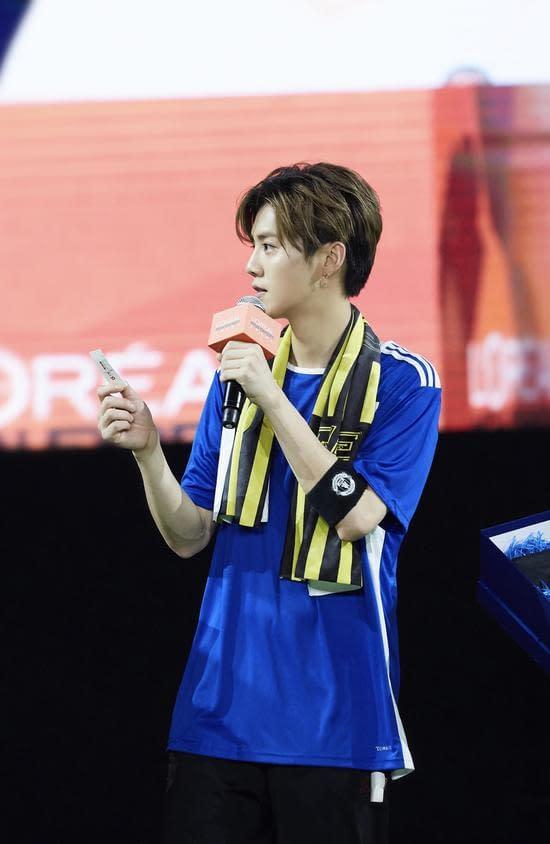 鹿晗參加歐萊雅男士型男足球友誼賽